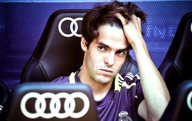 Kak&#225; no banco de reservas do Real Madrid (Foto: EFE)