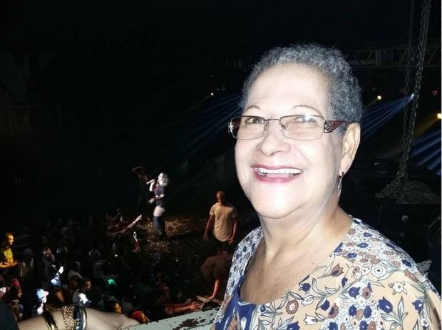 Dona Geralda no show de Valesca Popozuda (Foto: Reprodução/Instagram)