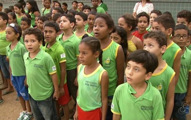 Professores ensinam o patriotismo (Foto: Roraima TV)