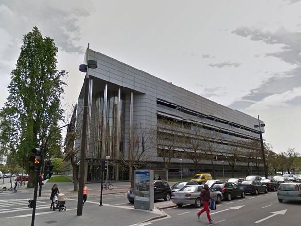 Edifício que abriga o juizado de violência contra a mulher em Vitória, na Espanha (Foto: Reprodução/Google)