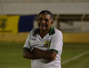 Edmilson Santos diz que goleada não pode mascarar defeitos (Foto: João Áquila)
