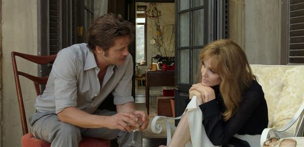 Brad Pitt e Angelina Jolie no set de 'À beira mar' (Foto: Divulgação)