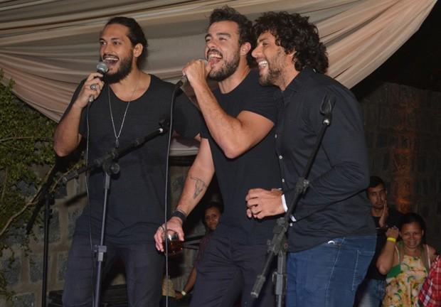 Raphael Vianna, Joaquim Lopes e Jesus Luz no palco (Foto: Felipe Souto Maior/AgNews)