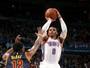 Com novo triplo-duplo de Westbrook, Oklahoma vence o Cleveland em casa