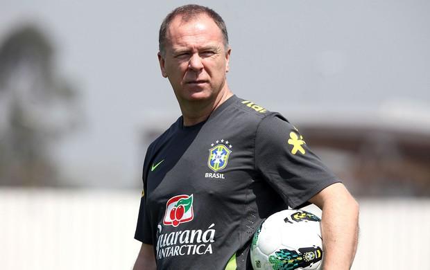 Mano Menezes no treino da seleção brasileira (Foto: Mowa Press)