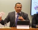 Pai de Neymar vai à CPI, se defende de acusações e nega proposta do PSG