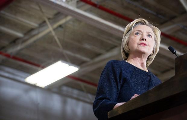 Hillary Clinton é interrogada por agentes do FBI sobre e-mails