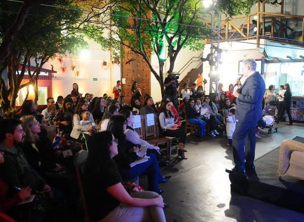 Evento reuniu pais e mães para discutir sobre desenvolvimento infantil   (Foto: Reafael Jota/Ed.Globo)