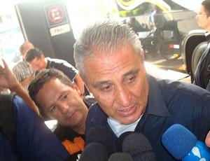 Tite embarque Corinthians (Foto: Rodrigo Faber)