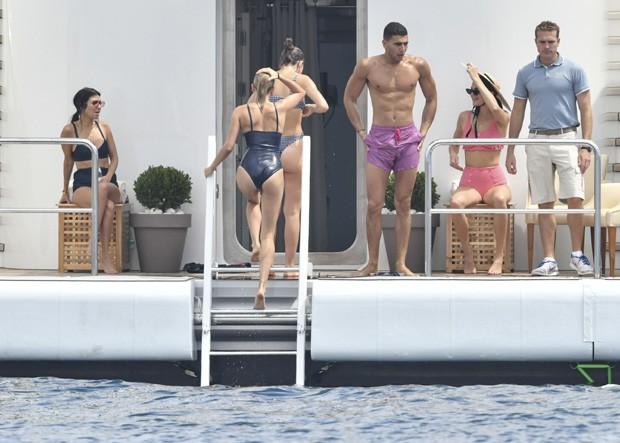 Kourtney Kardashian se diverte em Cannes (Foto: AKM/GSI)