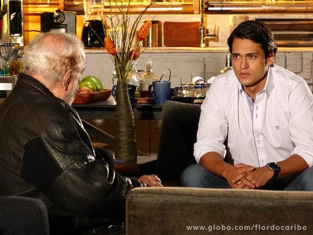 Hélio é ameaçado por Arruda (Foto: Flor do Caribe / TV Globo)