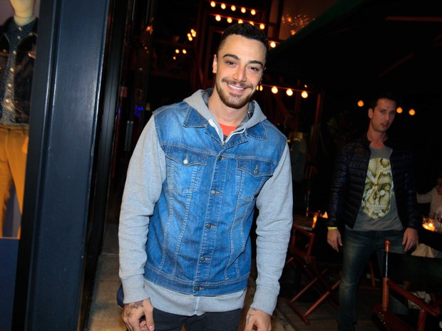 Felipe Titto em restaurante em São Paulo (Foto: Leo Franco/ Ag. News)