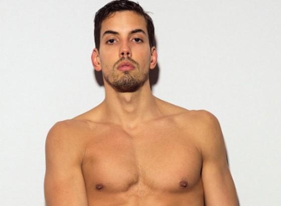Felipe de Carolis estrela ensaio sensual de 30 páginas na revista  (Foto: Reprodução/ Brunno Rangel/ Wow )