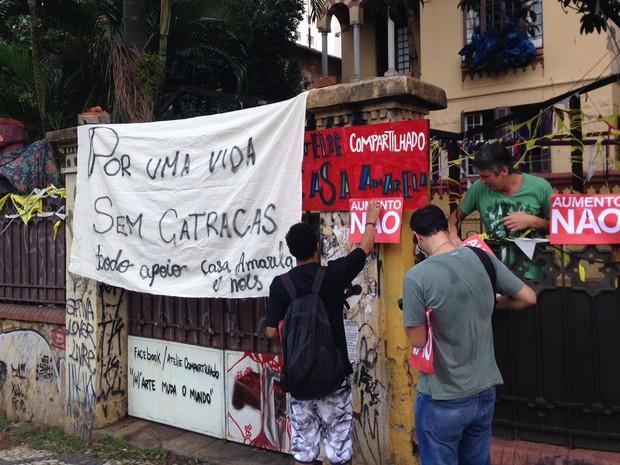 Cartazes de 'aumento não' na Rua da Consolação (Foto: Marcelo Mora/G1)