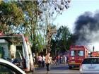 Caminhão bate em árvore, pega fogo e deixa 1 morto e 9 feridos na MG-122