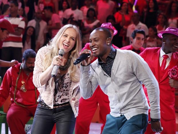 Angélica se arrisca e canta com Thiaguinho (Foto: Divulgação / Rede Globo)