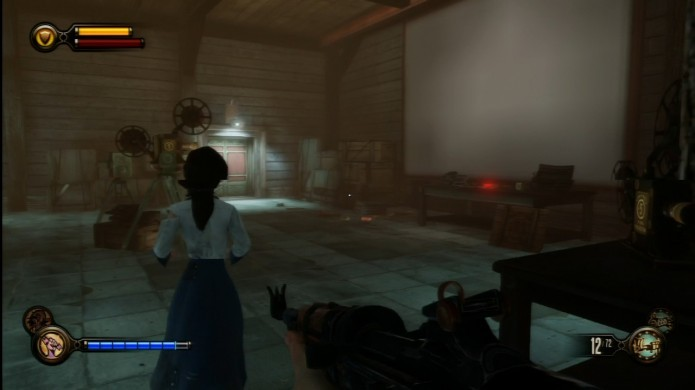 Bioshock Infinite: localize o artefato sobre a mesa no interrogatório (Foto: Reprodução/Youtube)