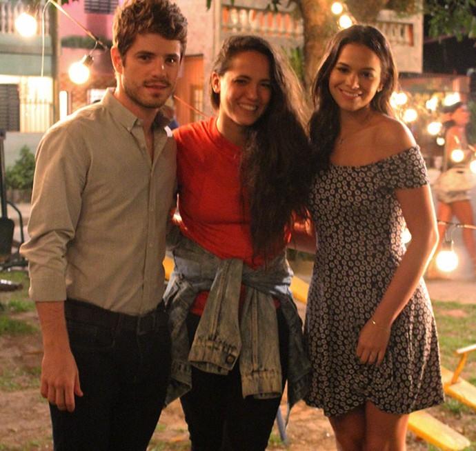 Tiê posa com Maurício Destri e Bruna Marquezine após gravação (Foto: Ariane Ducati/Gshow)