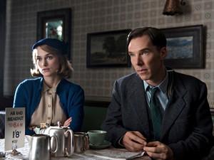 Keira Knightley e Benedict Cumberbatch em 'O jogo da imitação' (Foto: Divulgação)
