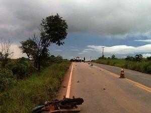 Piloto foi arremessado a alguns metros de distância do local da colisão (Foto: Alerta Rolim/Reprodução)