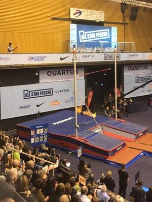 Thiago Braz caiu na tentativa de saltar para 5,88m e ficou em terceiro (Foto: Divulgação)