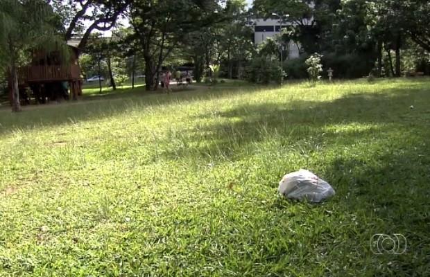 Visitantes reclamam de falta de manutenção no Parque Flamboyant, em Goiânia, Goiás (Foto: Reprodução/TV Anhanguera)