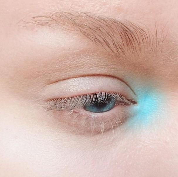 Iluminado no canto do olho (Foto: Reprodução/Instagram)
