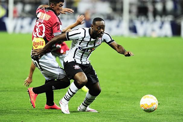 O atacante Vagner Love é esperança de gols no Timão (Foto: Marcos Ribolli/reprodução Globoesporte.com)