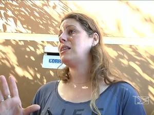 Sabrina é dona da casa que foi atingida (Foto: Reprodução/TV Mirante)