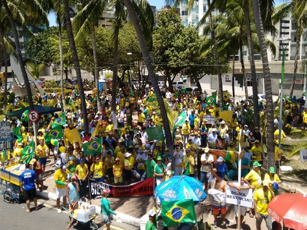 Organizadores estimam que cerca de 2 mil pessoas protestam em Maceió (Foto: Karina Dantas/G1)