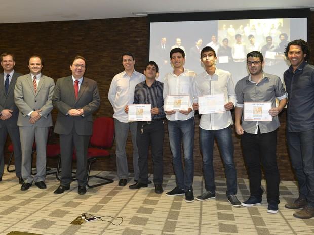 Alunos foram premiados nesta terça-feira (15) (Foto: José Paulo Lacerda/Divulgação)