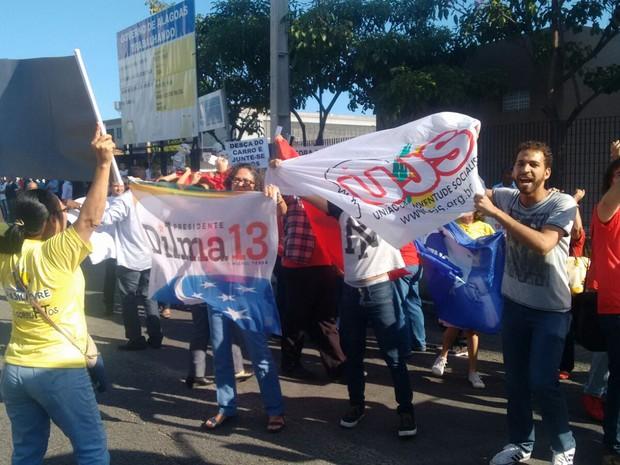 Houve gritaria entre manifestantes contra e a favor da presidente do Brasil (Foto: Márcio Chagas/G1)