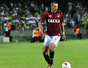 Bruno Mota Atlético-PR (Foto: Divulgação/ Site oficial Atlético-PR)