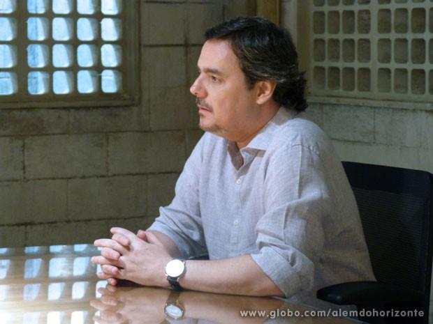 Líder Jorge fala diante das frequentadores (Foto: Além do Horizonte/TV Globo)