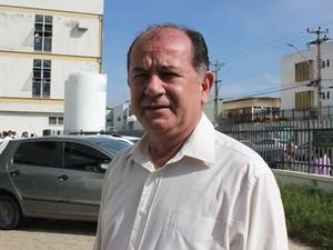 Secretário Ernani Maia garante que licitação deve acontecer em março (Foto: Gil Oliveira/ G1)