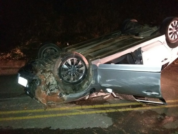 Mulher morreu ainda no local do acidente em Ibitiúra de Minas (Foto: Polícia Militar)