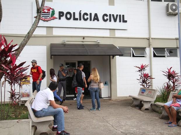 Equipes reduzidas atendem a população nas delegacias do estado de São Paulo (Foto: Luciano Claudino/Código19/Estadão Conteúdo)