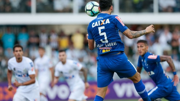 Ariel Cabral, do Cruzeiro, contra o Santos