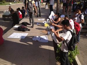 Participantes se preparando para sair às ruas (Foto: Maiara Pires/G1)