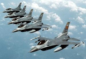Caças F-16, em foto de arquivo (Foto: Reuters)