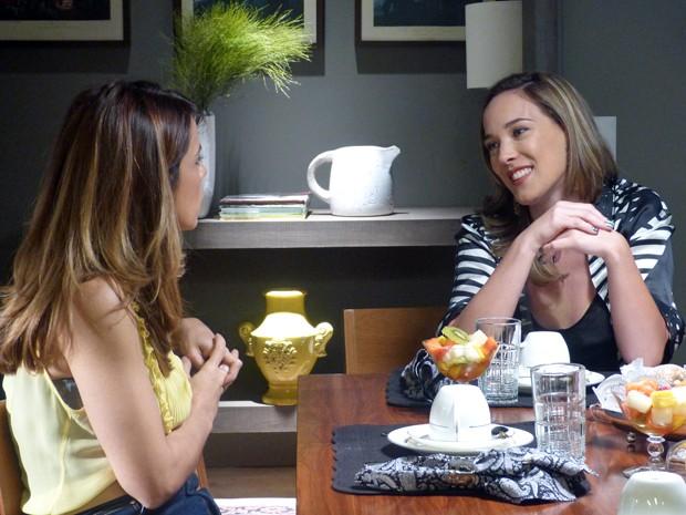Amanda provoca Danielle durante o café da manhã (Foto: Império/TV Globo)