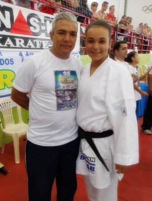 Isabela Sousa e pai, carateca Uberlândia (Foto: Arquivo Pessoal)