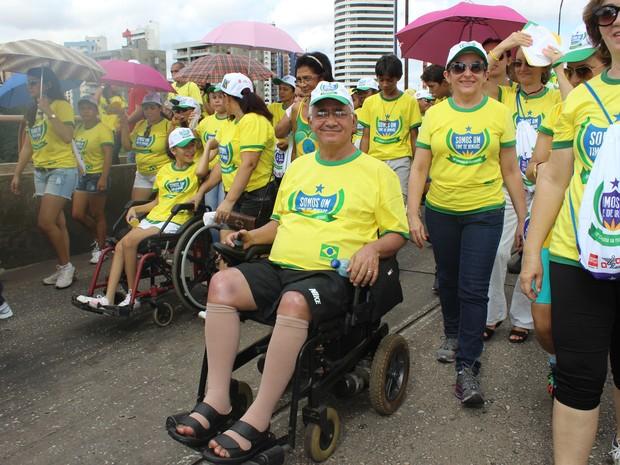 Cadeirantes dão exemplo ao percorrem 5km durante caminhada em Teresina (Foto: Gilcilene Araújo/G1)