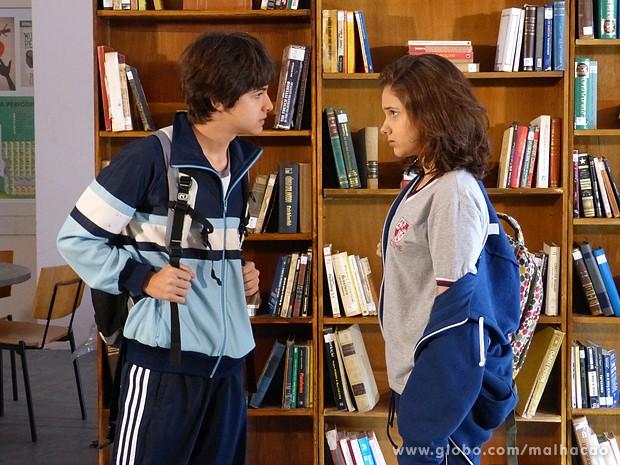 Vitor não quer saber de conversa com Clara (Foto: Malhação / TV Globo)