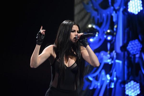 A cantora Selena Gomez durante uma apresentação recente (Foto: Getty Images)