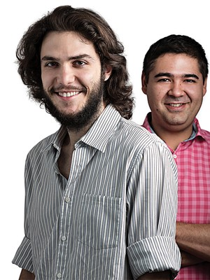Felipe Cabral (à esquerda) e Evandro Ariki: eles trabalhavam juntos, mas se cansaram da vida numa empresa tradicional e decidiram criar a Ao Quadrado, uma Oscip que tem a missão de potencializar o sistema de ensino brasileiro (Foto: Alexandre Severo)