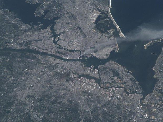 Foto feita da ISS mostra Nova York em 11 de setembro de 2001 (Foto: Nasa)