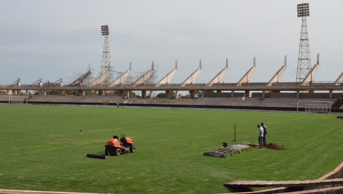Capacidade de público do Estádio Colosso do Tapajós foi mantida em 8.500 torcedores (Foto: Dominique Cavaleiro/ GloboEsporte.com)