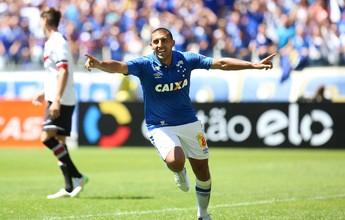 Com Mineirão lotado, Cruzeiro vence Santa, respira na tabela e afunda rival
