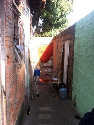 Cena de crime de assassinato em Cuiabá (Foto: Gésseca Ronfim/G1)